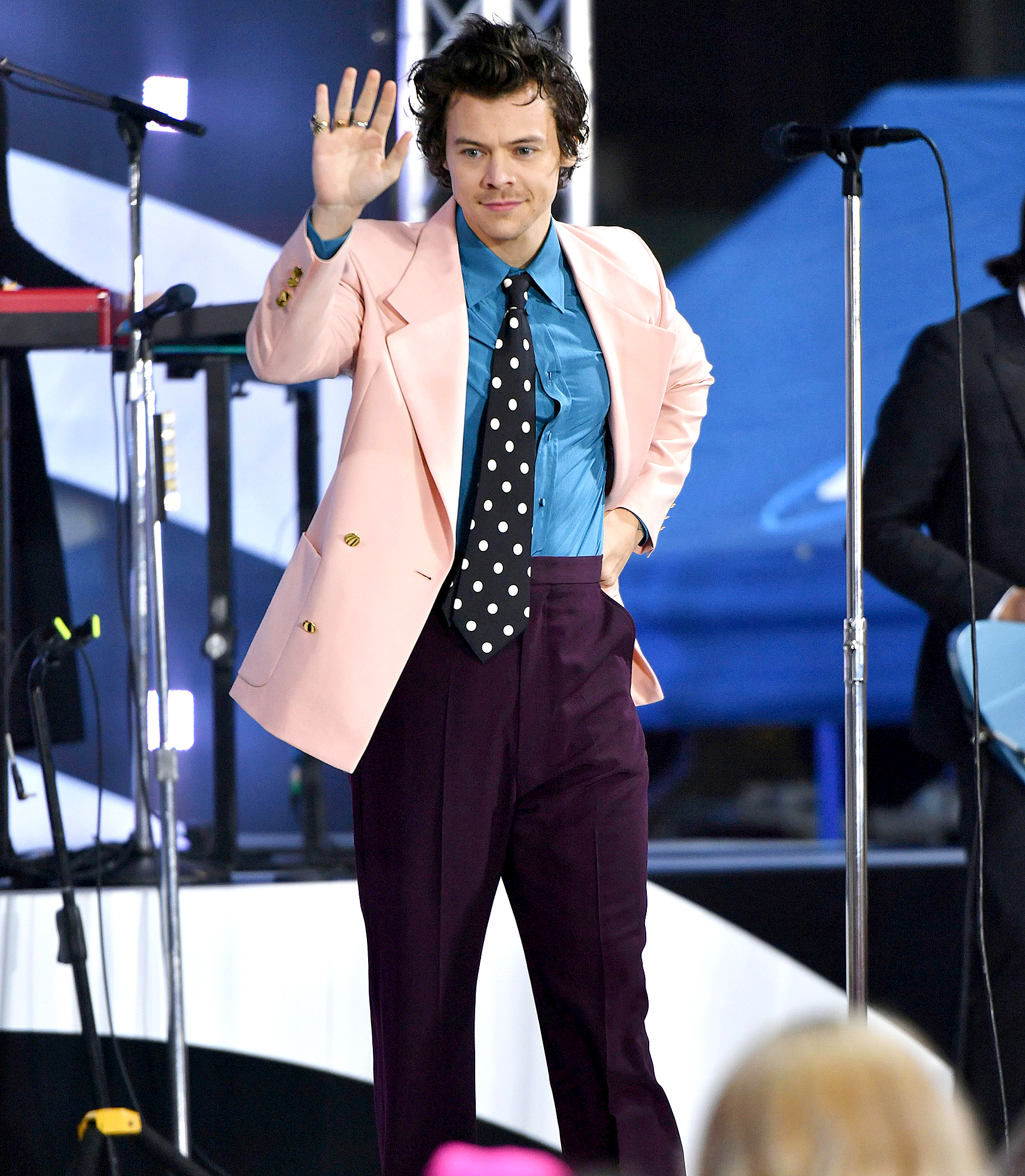 Harry-Styles-Breaks-Silence-After-Being-Mugged-at-Gunpoint